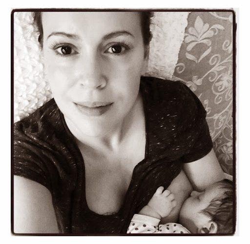 New-Celebrity-Mom-Trend25253A-The-Breastfeeding-Selfie.jpg